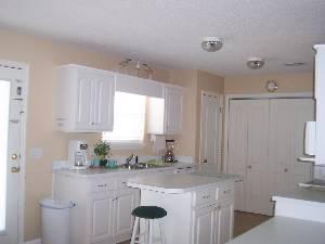 upper unit.Kitchen