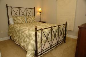 Guest w/ Queen Bed