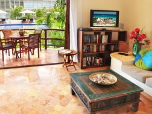Livingroom and balc.