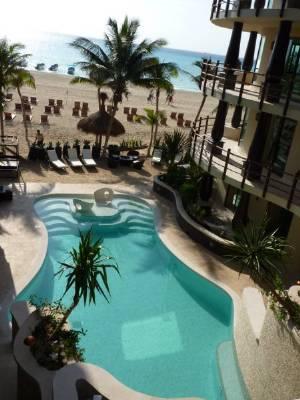 Pool is beach level
