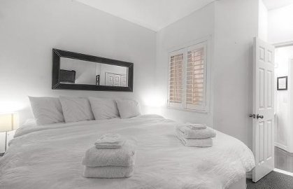 Bedroom 1 with 1 Kin