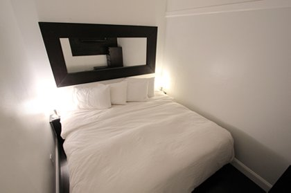 Bedroom 2 with 1 Kin