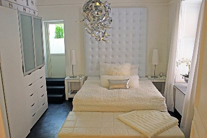 Bedroom with 1 King