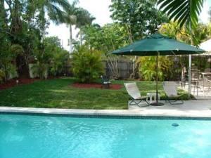 side view pool/yard