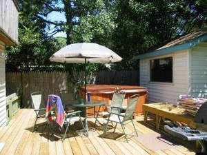 Deck w hottub &amp; shed