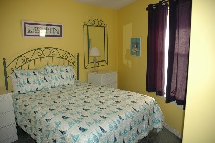 Queen Bed in 2nd BR