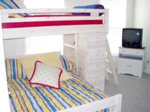 Guest w/ bunk beds