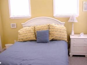 Guest w/ Queen bed