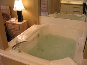 2-person jacuzzi