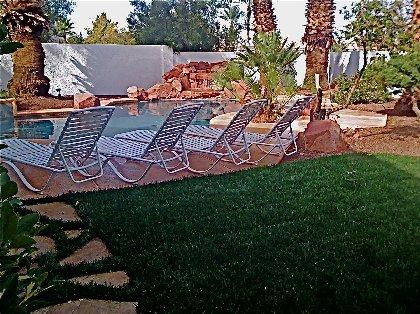 Sunny Pool Lodge