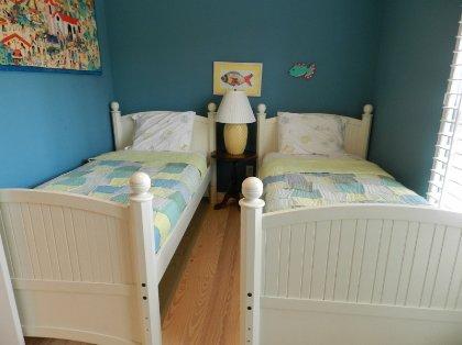 twin beds third bedr