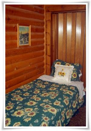 Bedroom - Pine Lodge