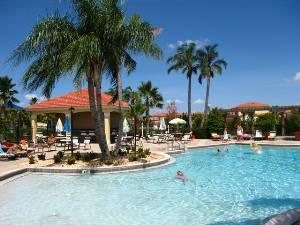 Resort pool+tiki bar