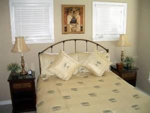 Guest Room 2 (Queen)